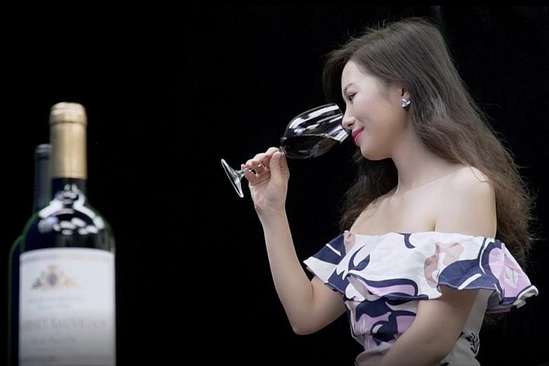 Stacey的葡萄酒世界:品酒第二步靠「聞香」