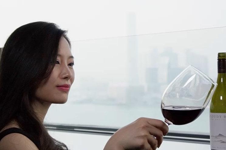 法國精緻料理:北海道馬糞海膽 配法國干葡萄酒